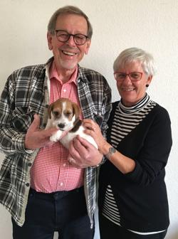 Her ser du Erik og Tora, med deres nye Jack Russel Terrier hvalpe.